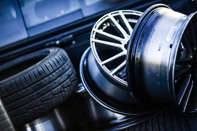 Bezpieczne opony – Jazda samochodem a stan ogumienia