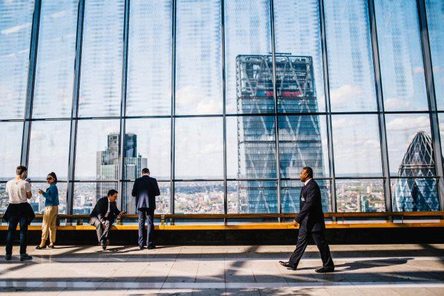 Jak dbać o bezpieczeństwo dużych przedsiębiorstw?