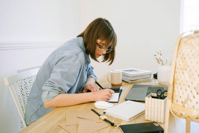 Jak dorabiać w domu – ciekawe propozycje pracy w sieci